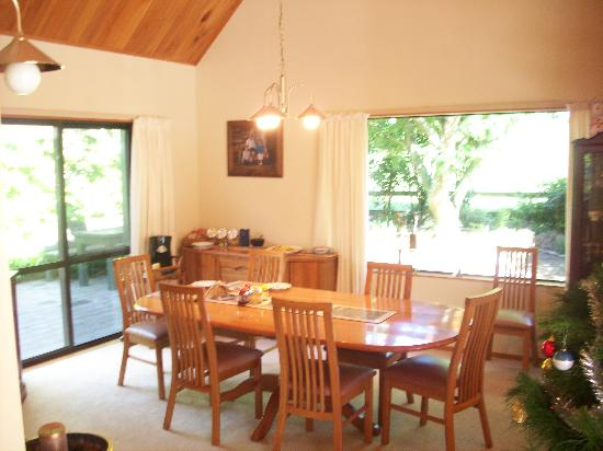 A Panoramic Country Homestay: Dining room