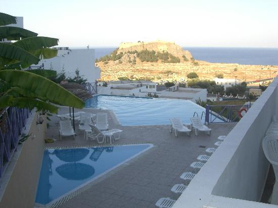 Lindos Gardens Resort Complex: Infinity Pool and view of Acropolis