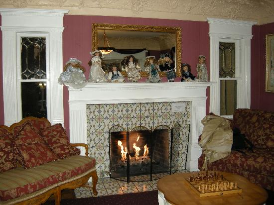 Rose Garden Inn: Main lobby area