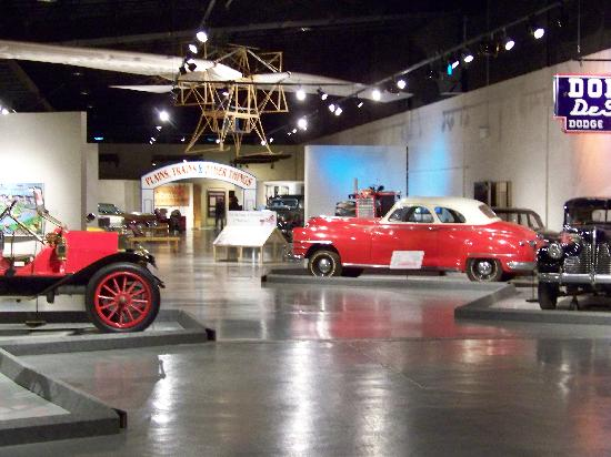 Western Development Museum : Vehicle display room