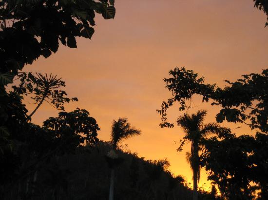 Villa Horizontes Soroa: Sunrise over the pool