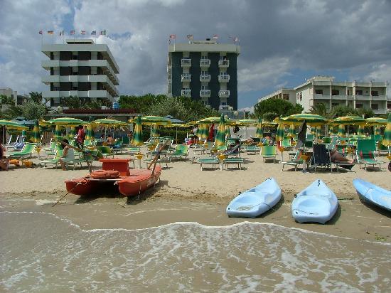 L'Hotel Corallo dalla spiaggia