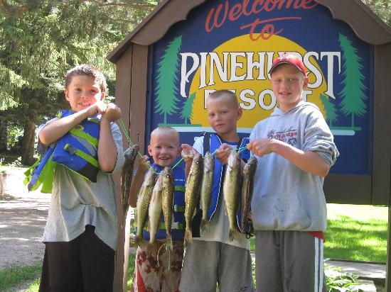 Lykins Pinehurst Resort: The boys w/ fish