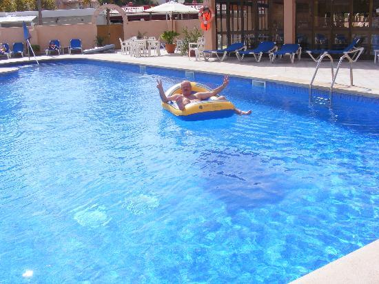 Apartaments La Perla Negra: Der Pool