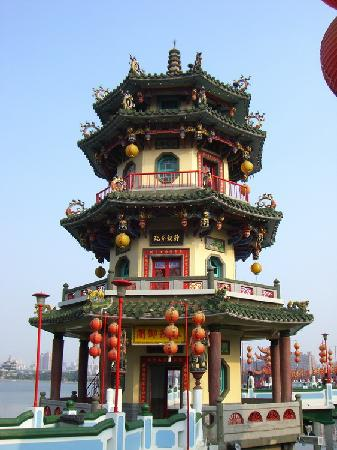 Kaohsiung, Taiwan: Pagoda in Lotus Pond
