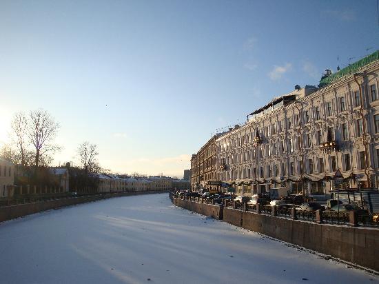 Kempinski Hotel Moika 22: Moika River