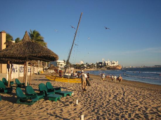 Hotel Playa Mazatlan: Beach at Playa Mazatlan Hotel