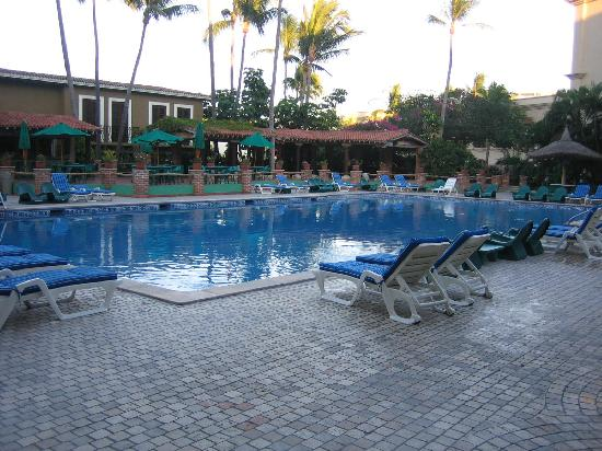 Hotel Playa Mazatlan: Main pool at Playa Mazatlan Hotel