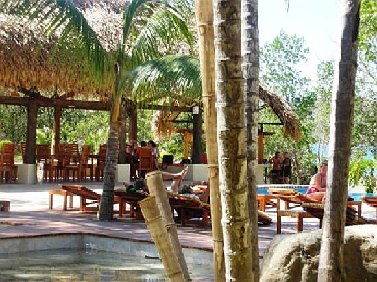 Giardini di Papagayo Hotel: View of the Bar from the Lobby
