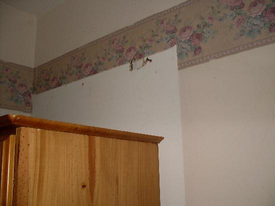 Hotel Concorde: shabby room