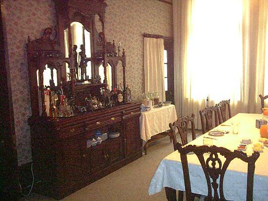 Safari Lodge: Breakfast in the dining room