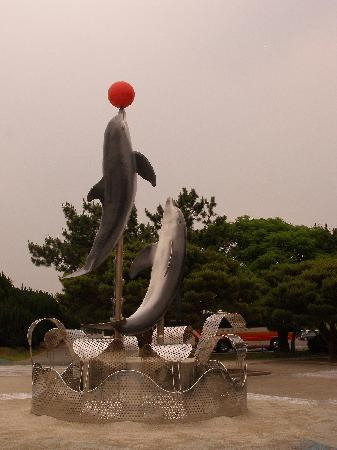Fukuoka, Japan: 入り口のイルカ