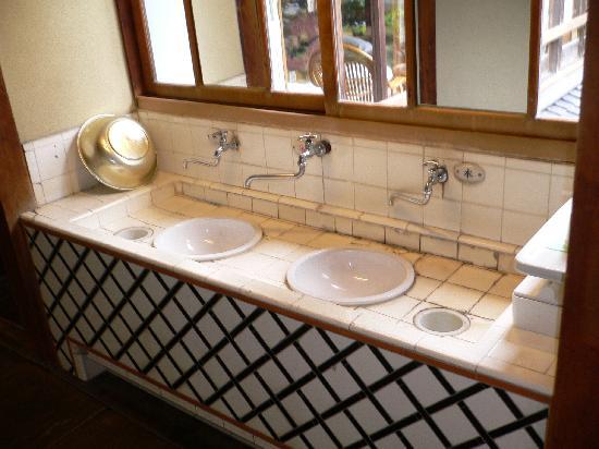 Kakujoro: 館内の手洗い場