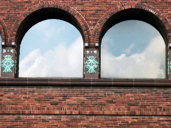 Prairie School Bank : Smaller Windows