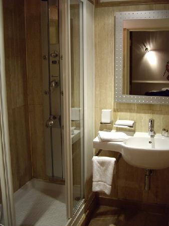 Hotel 82: WC 1