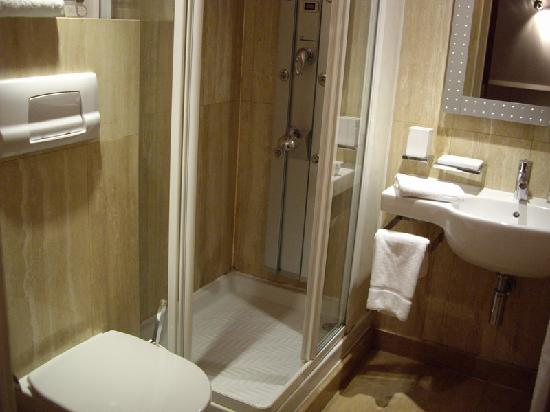 Hotel 82: WC 2