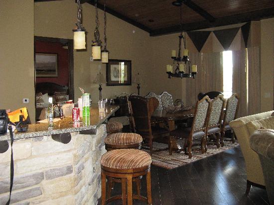 Glacier Canyon Lodge: living/kitchen, dining of 3 BR prez