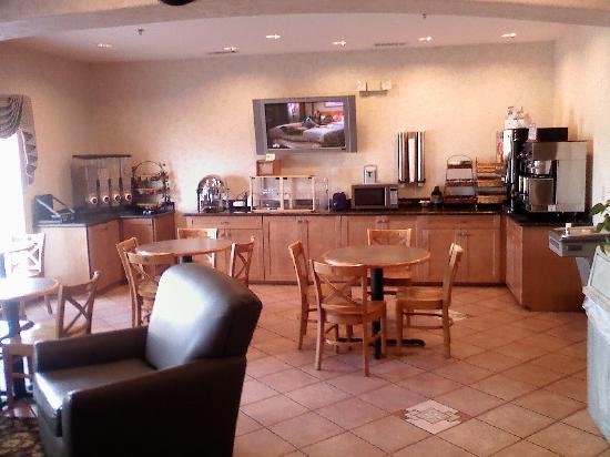 Best Western Club House Inn & Suites: Breakfast area