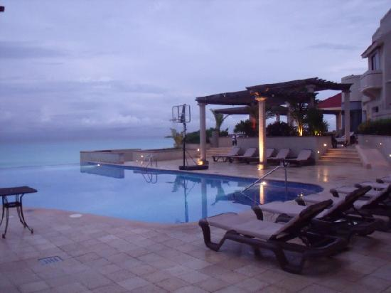 Mia Cancun: the Infinity pool at The Grand