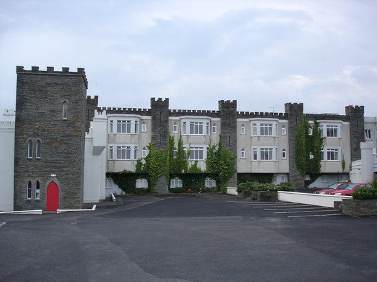 The Burren Castle Hotel: Hotel front