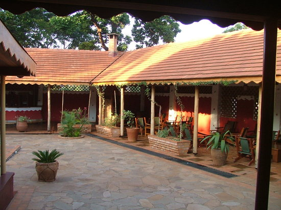 Masindi Hotel : Outside Bar and Restaurant area.