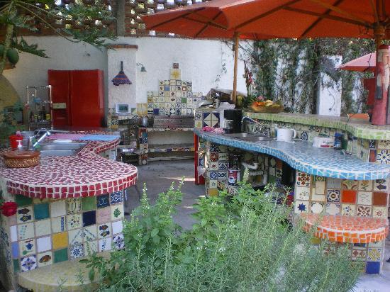 Hacienda Mosaico: The outdoor kitchen