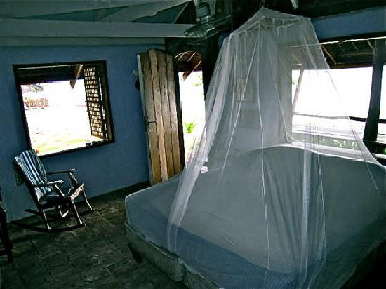 Calatagan, Filipinas: Blue Cottage interior