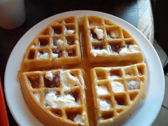 Travelodge Bakersfield: homemade waffles!!