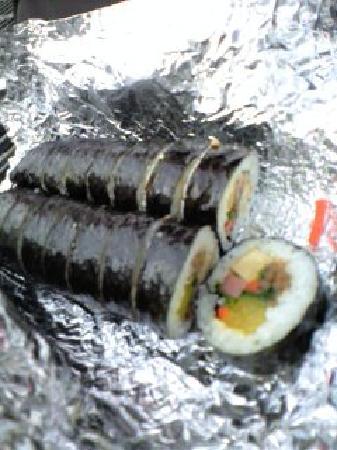 Kimbab Cheonguk Gwangan Main Store: 伝統キンパッとツナキンパッ