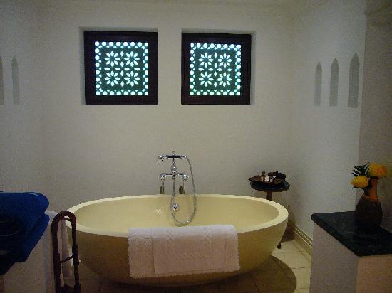 Jumeirah Dar Al Masyaf at Madinat Jumeirah: Lovely bath