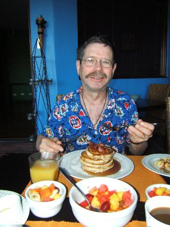 Casa Bella Rita Boutique Bed & Breakfast: Can Jerry really eat all those pancakes?