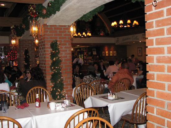 San Antonio Winery - Los Angeles: Partial Dining Area