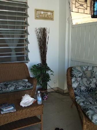 Coqui del Mar Guest House: outside patio for the apartment