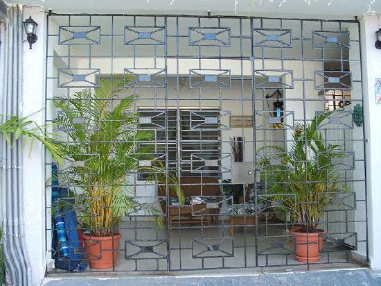 كوكي ديل مار غيست هاوس: outside viewed from street