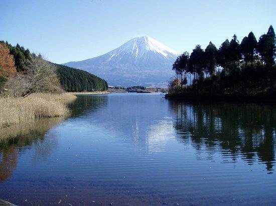 Fujinomiya, Japón: 天気に恵まれて逆さ富士が見えました