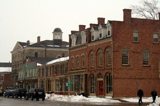 Niagara-on-the-Lake, Canada: Storefronts in the Snow