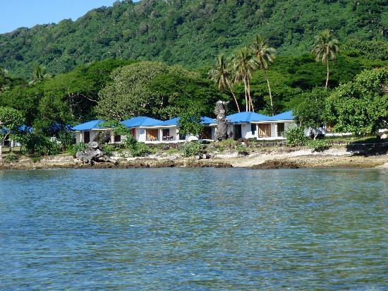 Tara Beach Bungalows: bungalows all in a row - what a view
