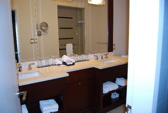ذا سانت ريجيس هوتل: Beautiful bathroom