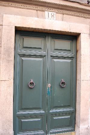 Casa Howard GuestHouses : Street Entrance