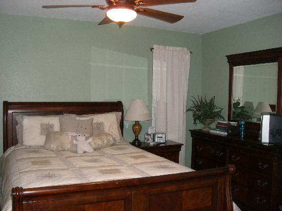 Dream Manor Inn: Bedroom of one of the lodging options