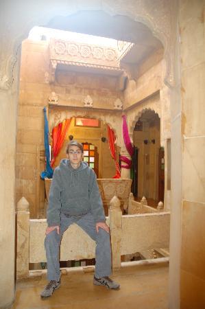 Hotel Garh Jaisal Haveli: Garh Jaisal central courtyard...