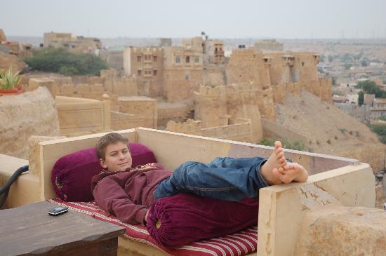 Hotel Garh Jaisal Haveli: Enjoying the terrace