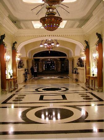 Iberostar Grand Hotel Bavaro: Main Entrance Corridor