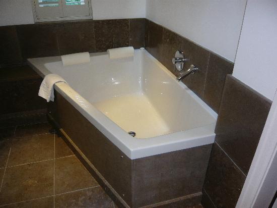 Linthwaite House: double bath!
