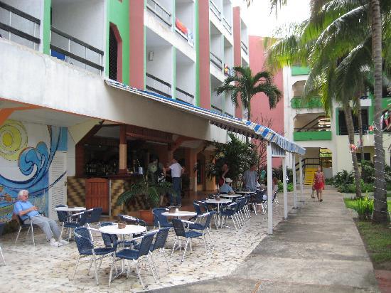 Hotel Club Tropical: 24 Hr Bar