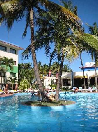 Hotel Club Tropical: Swimming Pool