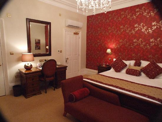 The Clarence Hotel: bedroom
