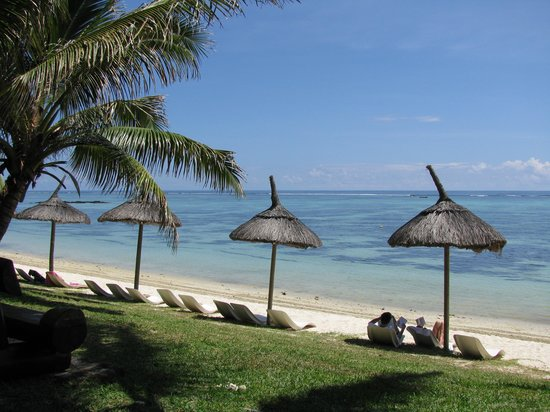 Le Surcouf Hotel & Spa : vue de la plage de l'hotel