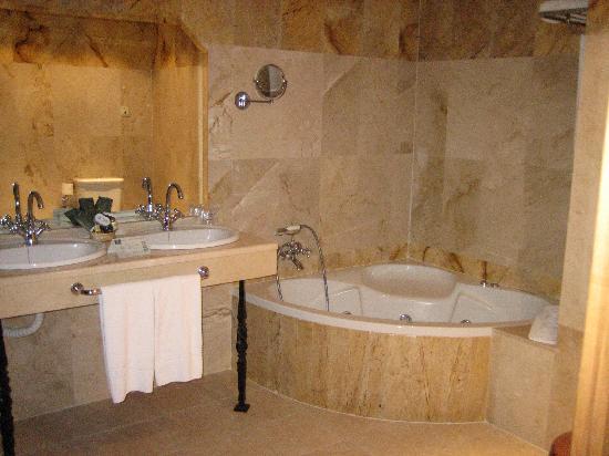 Cuarto de baño de la suite - Picture of Hotel Finca Eslava ...