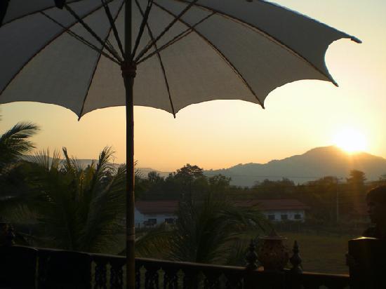Le Bel Air Boutique Resort: Sunset at the villa